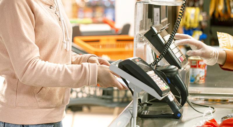 Customer pays using contactless card reader